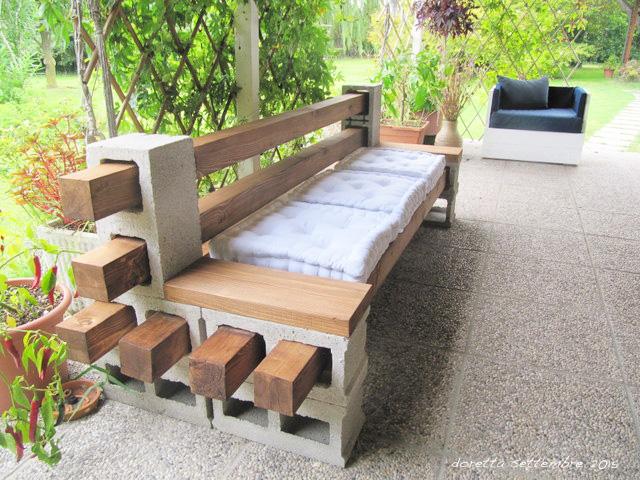 Abbelliamo i nostri giardini con semplici mattoni - Divano in legno fai da te ...